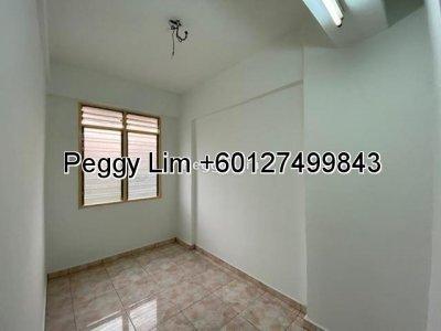 Petaling Utama Flat @ Petaling Jaya, Selangor, 700sf [FORSALE]