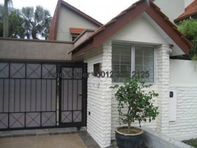 Large Land 2-Storey Bungalow with pool @ Taman Hillview Ampang